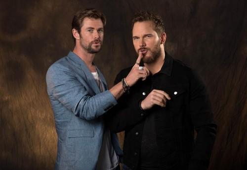 Chris Pratt and Chris Hemsworth hug