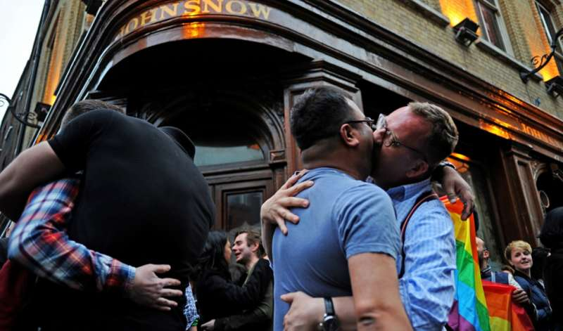 UK gay kiss-in inline image