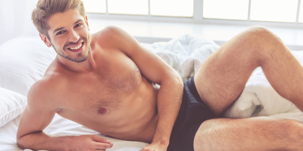 10 Essentials the Modern Single Guy Needs to Make His Bedroom Banging