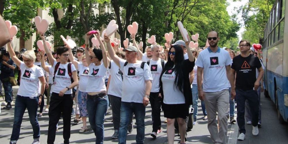 Moldova Police Used Tear Gas on Anti-Gay Protestors During a March Against Homophobia (Video)