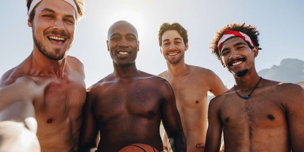 4 Tips for Posting a Shirtless Selfie Without Looking Self-Absorbed