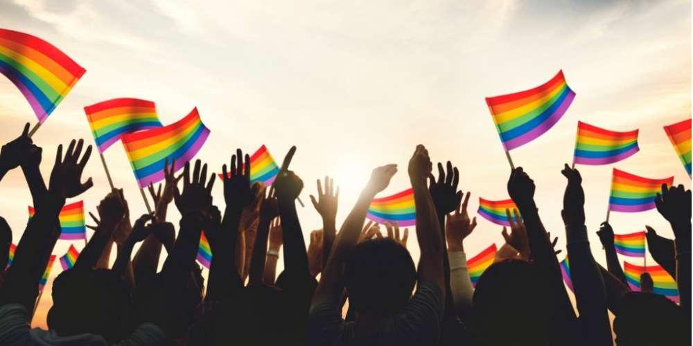Esta Nueva Bandera del Orgullo Reconoce a Personas Trans y Personas de Color