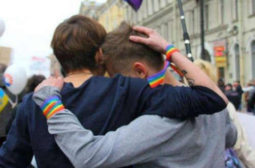 Casal gay atacado