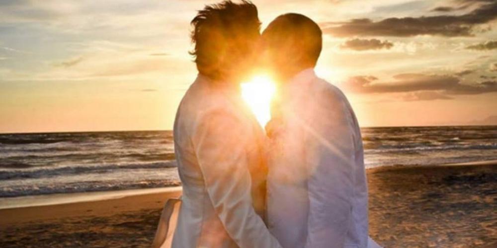 Casal gay acusa organização de festa de impedir entrada por homofobia