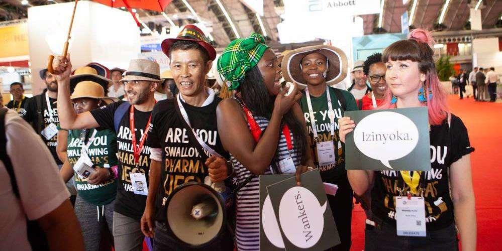 Conférence sur le VIH: après les zaps anti-labos, les activistes lancent le Bad Pharma Tour… et ça marche!