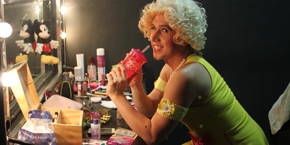"""Du Kammargo, a Melissa da peça """"A Banheira"""" fala sobre personagens LGBTI nos palcos"""