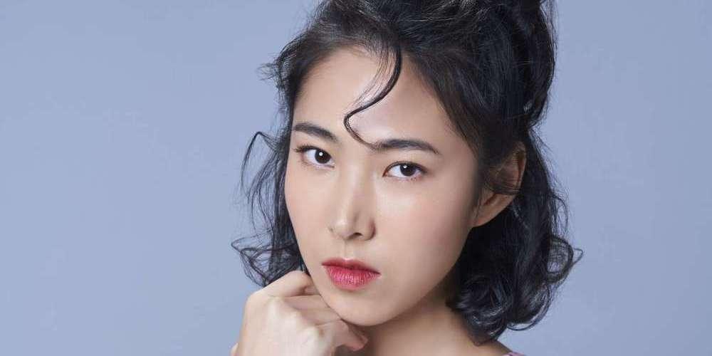 王若琳全新英文專輯《摩登悲劇》 8/8發行 唱莎賓娜勇敢追愛