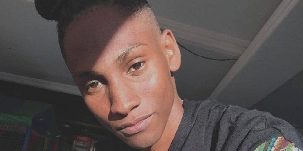 Jovem gay negro