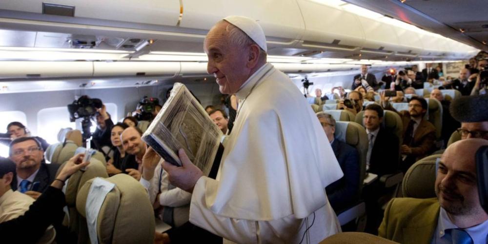 Papa Francisco recomenda psiquiatra para tratar homossexualidade detectada na infância