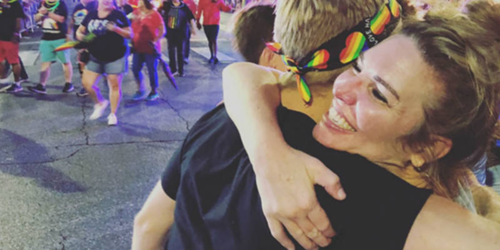 Igreja promove abraço coletivo