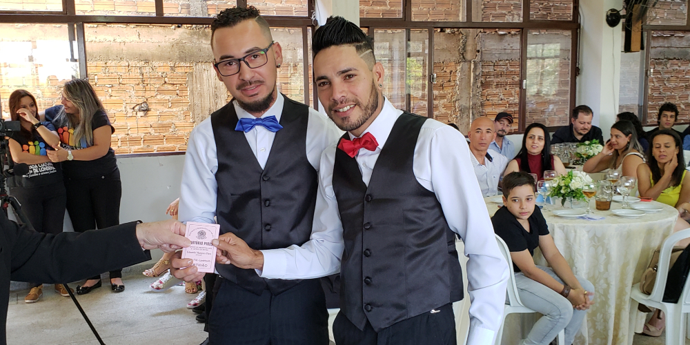 Casamento LGBTI une 7 casais em emocionante cerimônia em Londrina