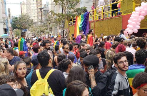 Parada LGBTI reúne quase 10 mil