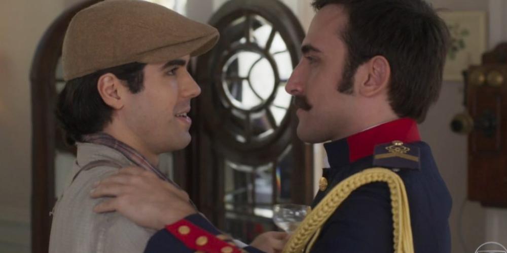 Beijo entre Luccino e Otávio