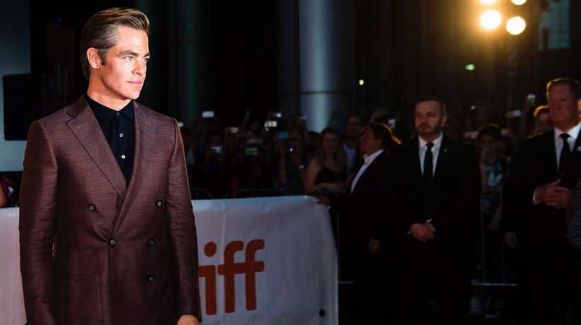 chris pine's penis toronto film festival outlaw king carpet
