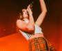 แฟนเพลง Dua Lipa ที่คอนเสิร์ตในเซี่ยงไฮ๊ถูกไล่หลังโบกธงสีรุ้ง
