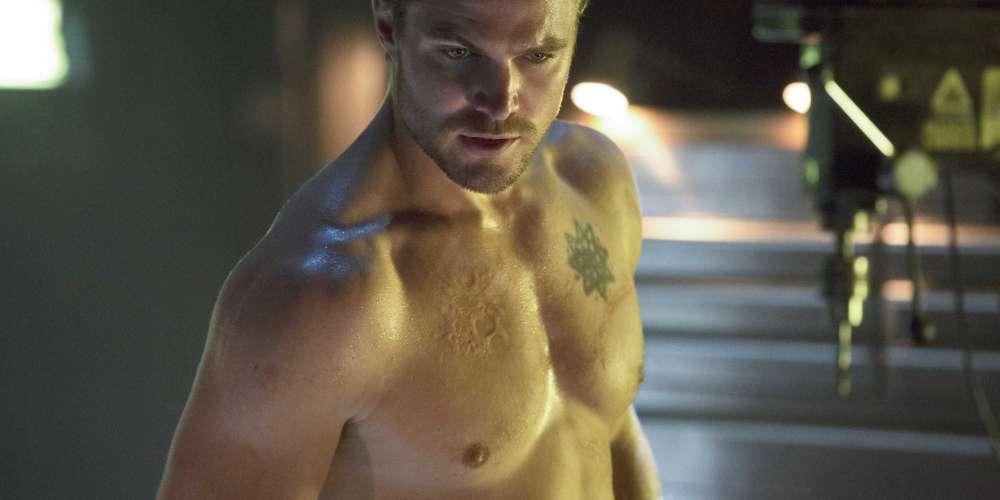 Stephen Amell in Prison Shower Fight Scene in 'Arrow' Season 7 Preview