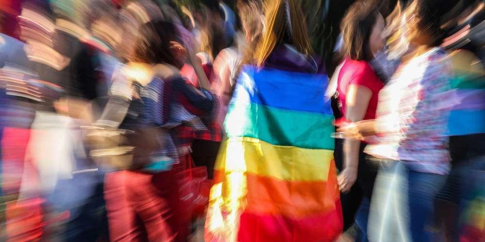 Parlamento suíço aprova criminalização da homofobia e LGBTIs comemoram