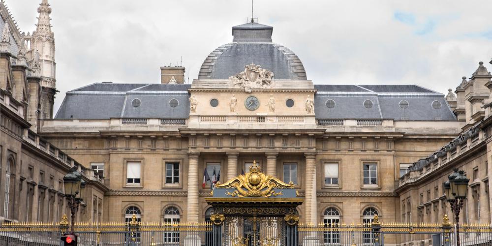 Agression homophobe à Paris: un an de prison pour l'un des agresseurs