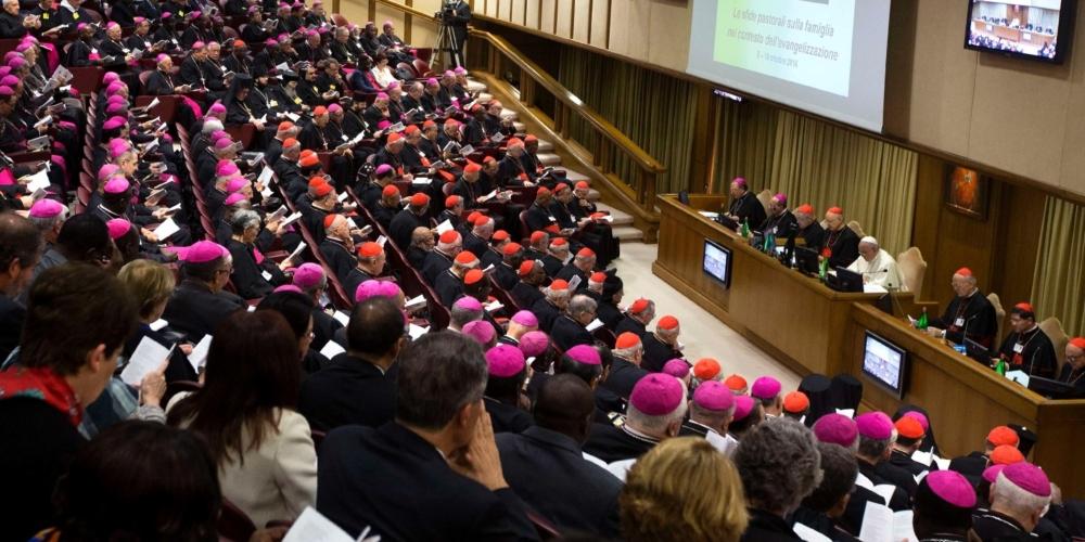 Sínodo recomenda que Igreja Católica acolha os homossexuais