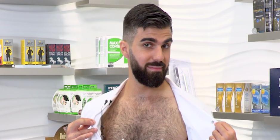 Vidéo: Dr Naked met des capotes
