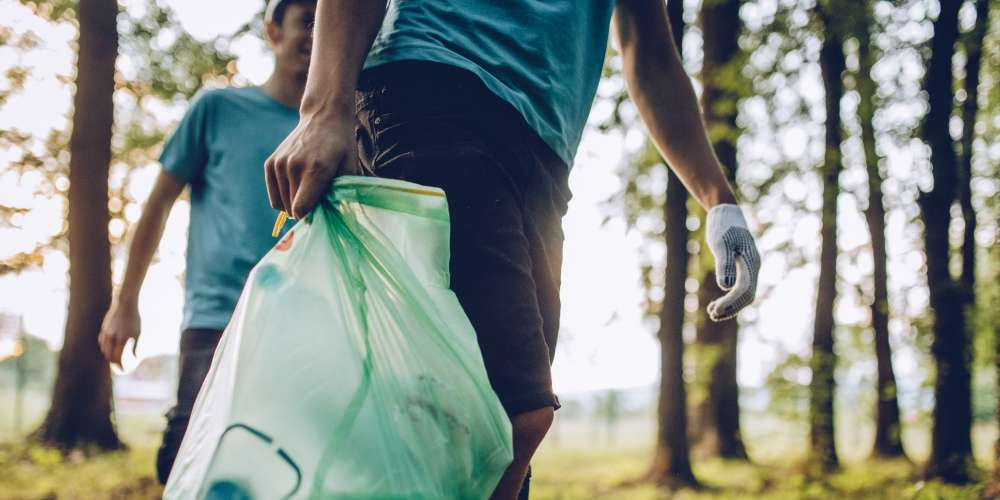 The Latest Social Media Craze, the #TrashTag Challenge, Is Actually Commendable