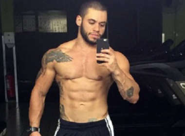 Atleta trans fisiculturista