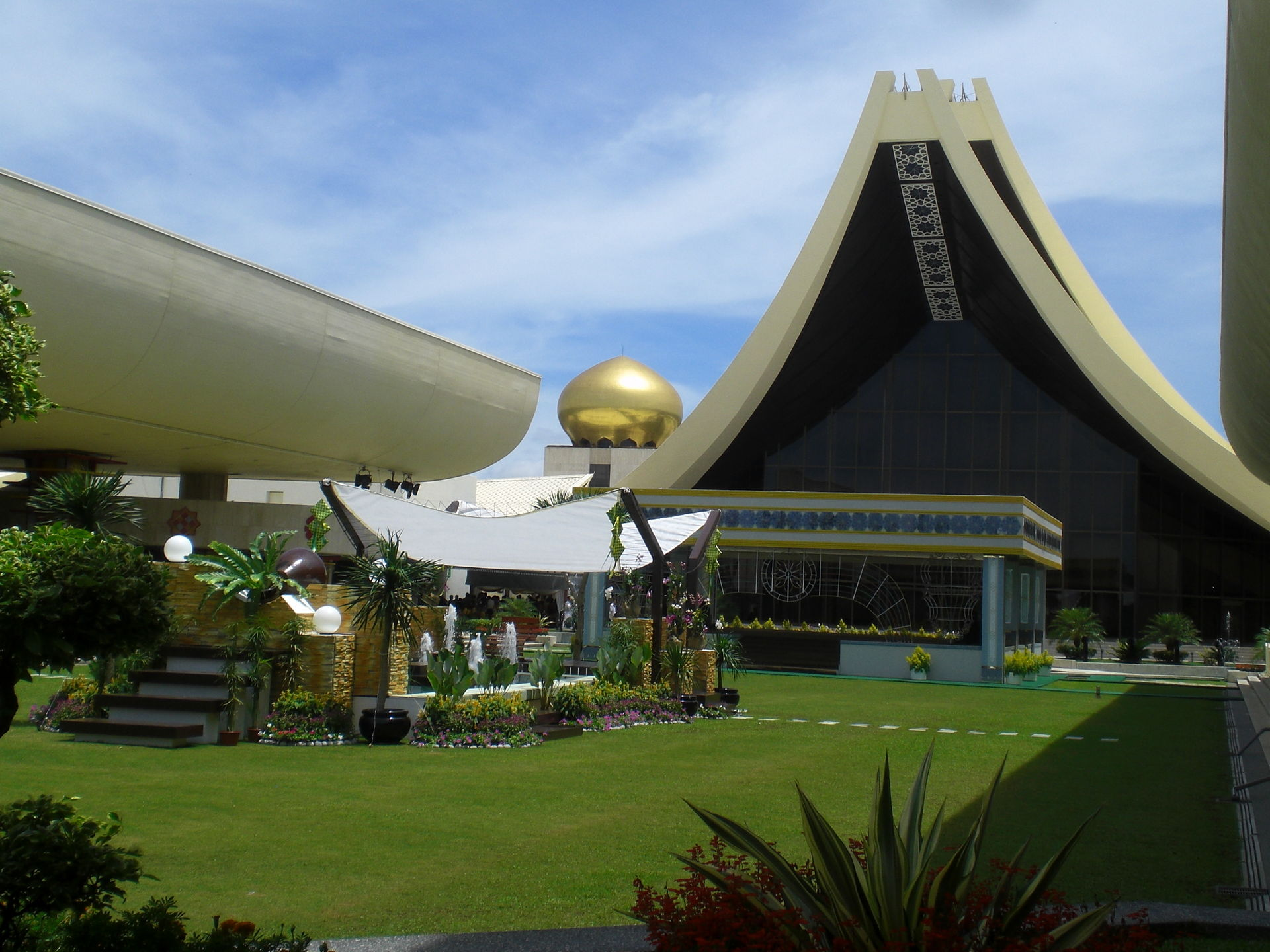 brunei laws sultan home