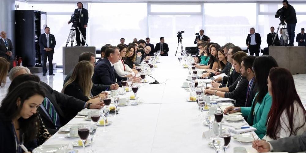 Bolsonaro diz que decisão de crime de homofobia dificultará emprego a homossexuais