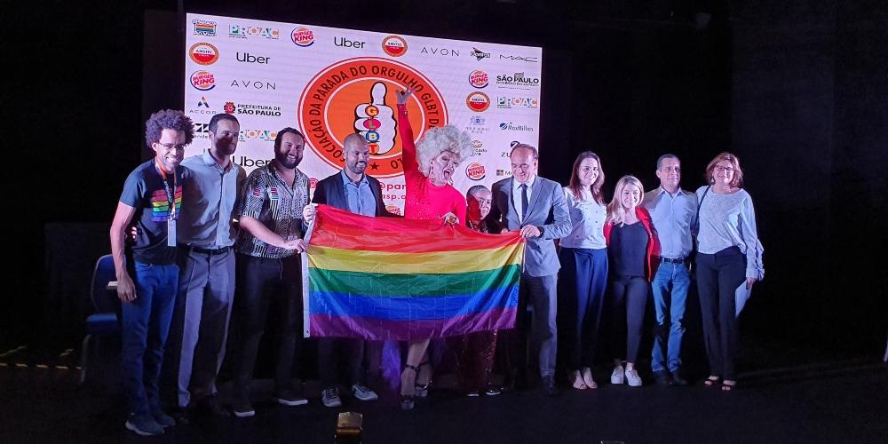 Coletiva de imprensa da Parada LGBT de SP recebe prefeito e apresenta oficialmente tema e programação