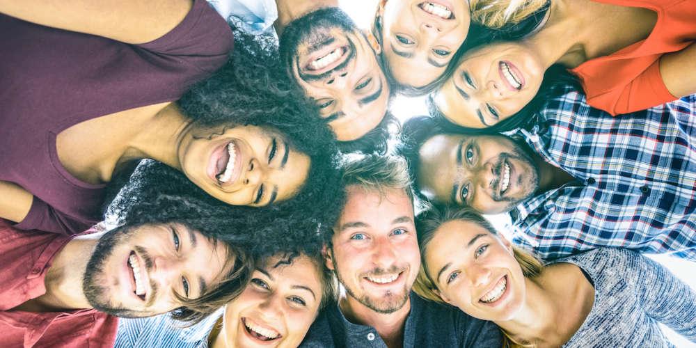 هذا الاستقصاء الجديد عن السعادة يسأل مجتمع الميم من جميع أنحاء العالم : `ما مدى سعادتكم´