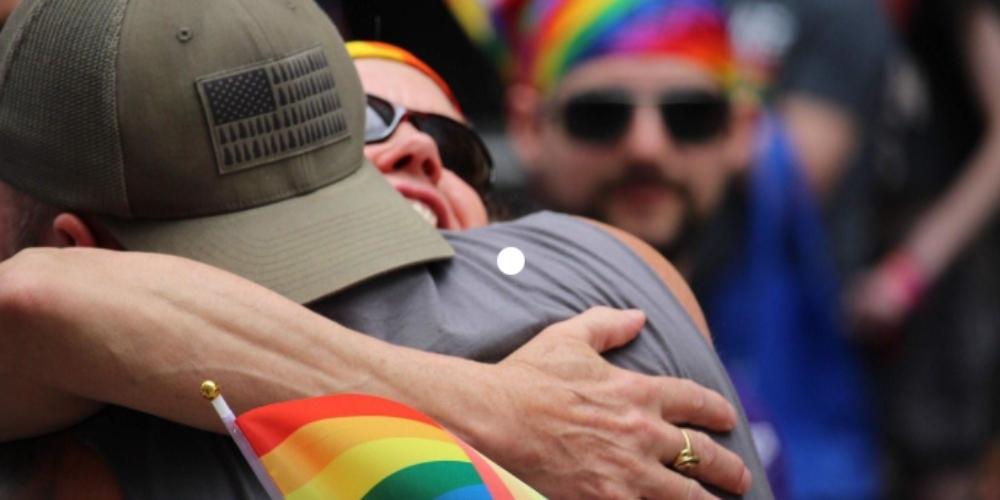 """Dia dos pais para o LGBT é sempre um tabu quando o pai é gay. Ouça """"Fora do Meio"""""""