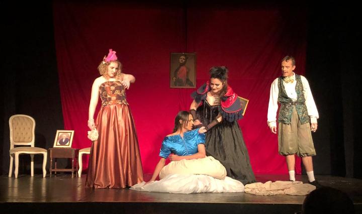Transderella traz aos palcos Cinderella trans