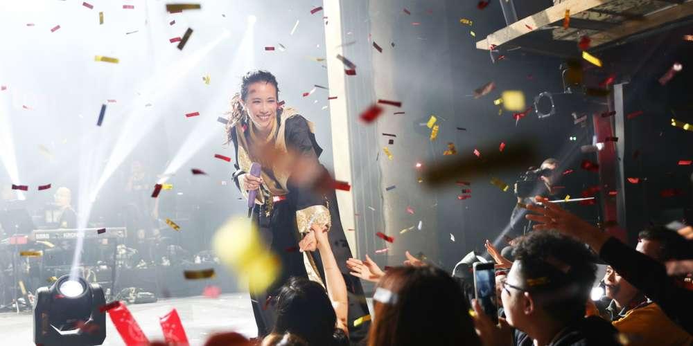 """莫文蔚刷新150年歷史 首位華人歌手登巴黎傳奇劇院 獻唱""""明星""""紀念張國榮"""