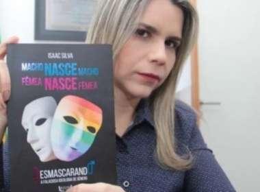 Deputada evangélica distribui livros LGBTfóbicos