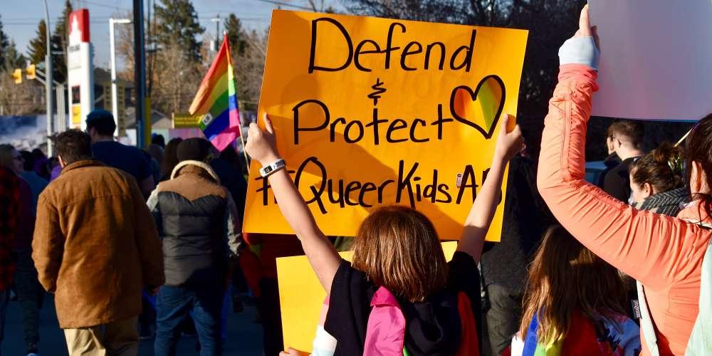 Эти 5 организаций помогают бездомной ЛГБТК-молодёжи
