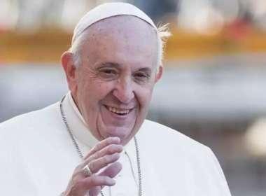 Papa Francisco compara políticos homofóbicos