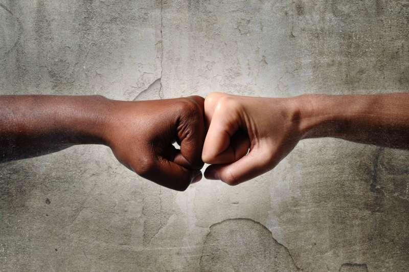 Discriminação racial em aplicativos de namoro
