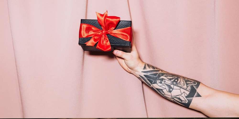 Отличный подарок — анальная пробка с вашим именем на ней за $ 2600