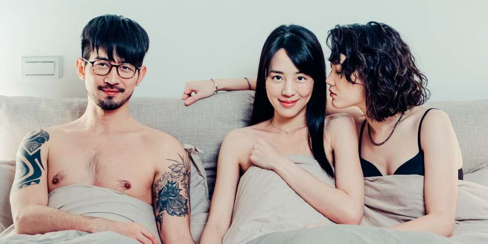 《三人行不行》外遇性事成創作靈感 小說家險被老公抓包!