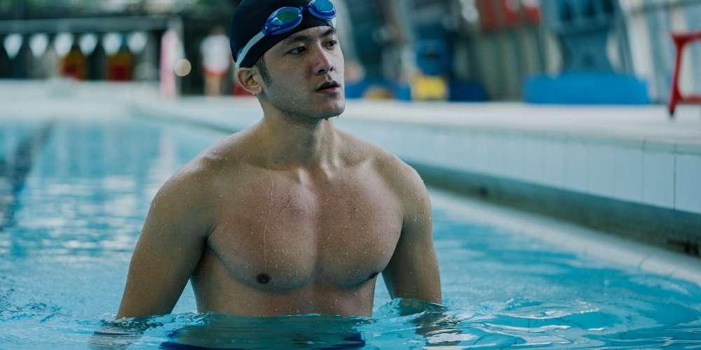 游泳選手賽事中泳褲脫落「迷你鳥」搶見各大媒體版面