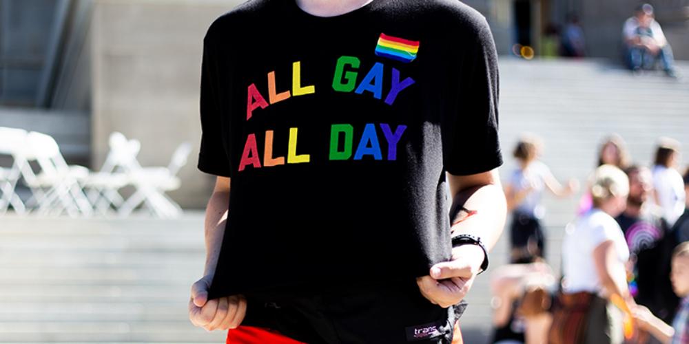 Número de pessoas que se identificam como lésbicas, gays ou bissexuais no Reino Unido bate recorde