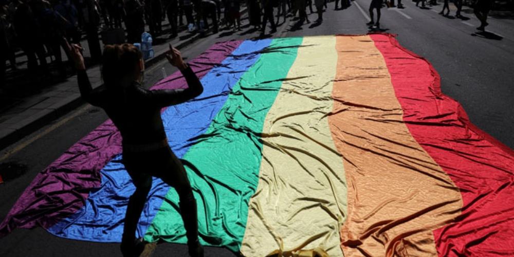 Pessoas LGBT são mais vulneráveis ao coronavírus por três razões, entenda