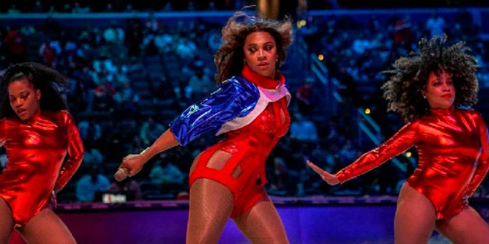 Riley Knoxx, cover de Beyoncé, faz história como a 1ª mulher trans a se apresentar em jogo da NBA