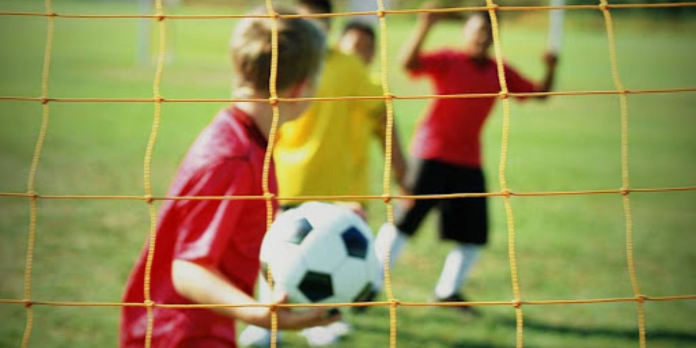 Criança gay e a educação física na escola: os traumas do futebol